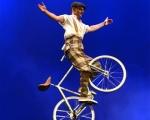Trickcycleact acrobat (3)