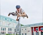 Trickcycleact acrobat (5)